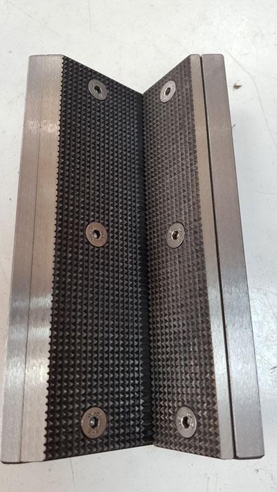 Mordaza-sujeccion-tubos-cuadrados